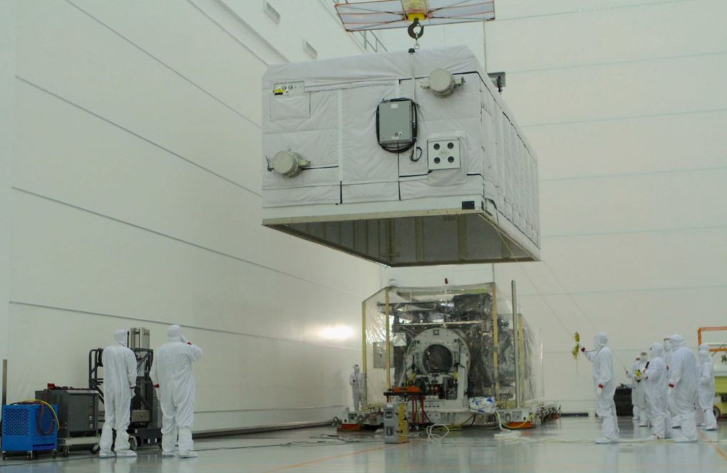 Image showing engineers putting the cover of GOES-16's crate over the satellite